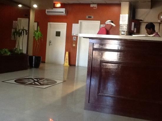 Junkanoo Beach Resort : lobby....