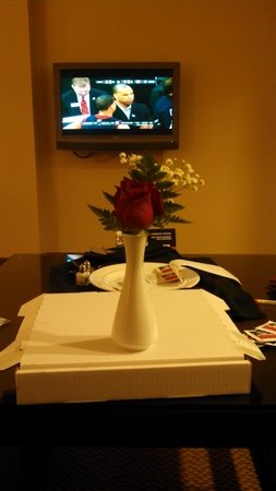 Four Winds Casino : Even got a rise with our room service pizza order