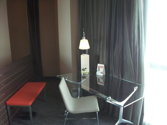 Novotel Barcelona City: Glass work desk in suite.