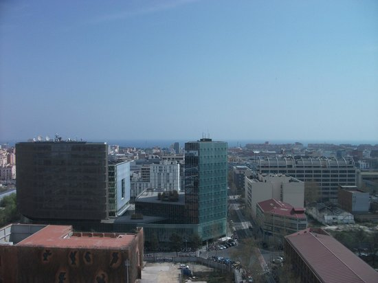 Novotel Barcelona City: Can see the sea.