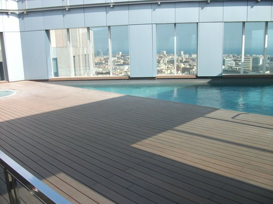 Novotel Barcelona City: Roof top pool and jacuzzi