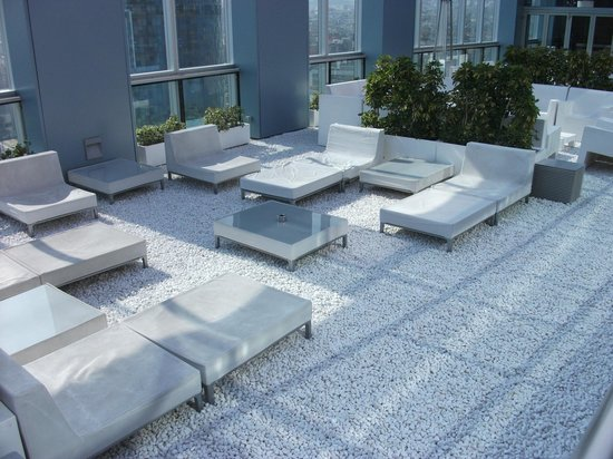 Novotel Barcelona City: Roof top lounge.