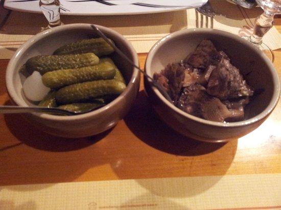 Chez Patras : Cornichons et champignons pour accompagner la raclette