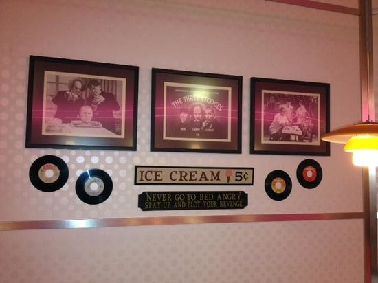 Betty's Diner: Breakfast with Stooges - Clever Plaque