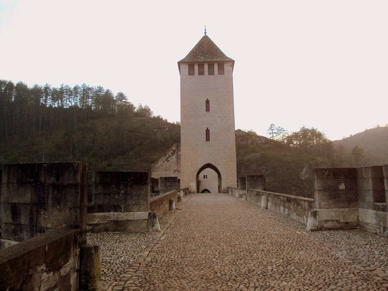 Pont Valentre : La torre central es la única no fortificada.