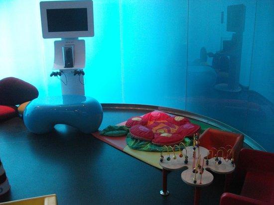 Novotel Barcelona City: Kids play area in lobby.