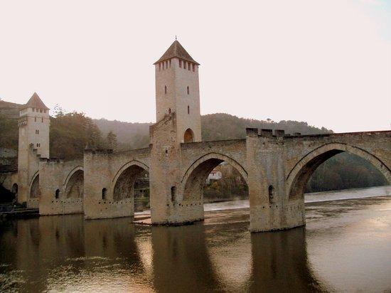 Pont Valentre : Estampa lateral del puente.