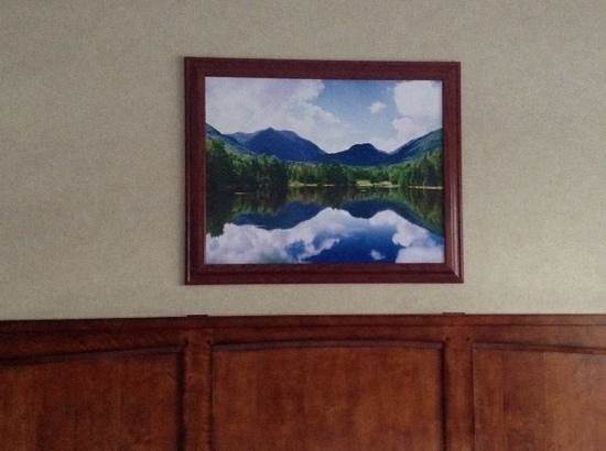 Crowne Plaza Lake Placid: painting above the bed, evocative of Lake Placid