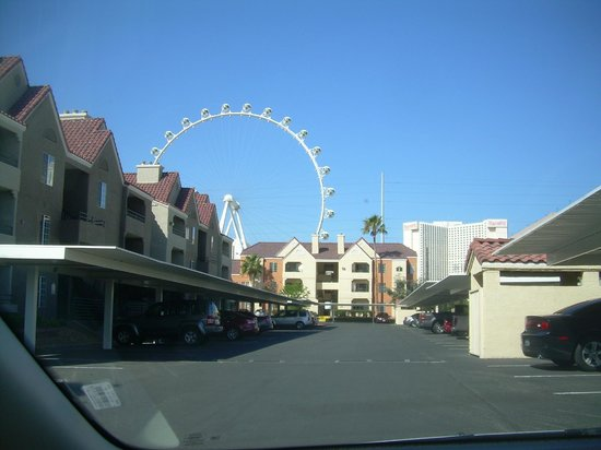 Holiday Inn Club Vacations Las Vegas - Desert Club Resort: The New Wheel Show over the Guest Apartments