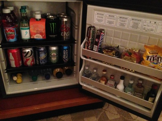 Uncasville, CT: stocked fridge, just don't touch it