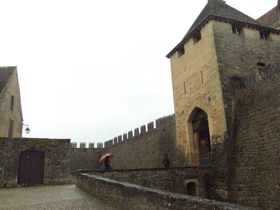 Château de Beynac : Puerta de entrada al recinto.