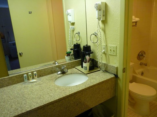 Quality Inn: Sink & counter, bathroom off to the right.