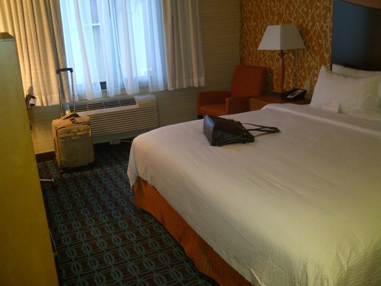 Fairfield Inn New York JFK Airport: This room overlooks the parking