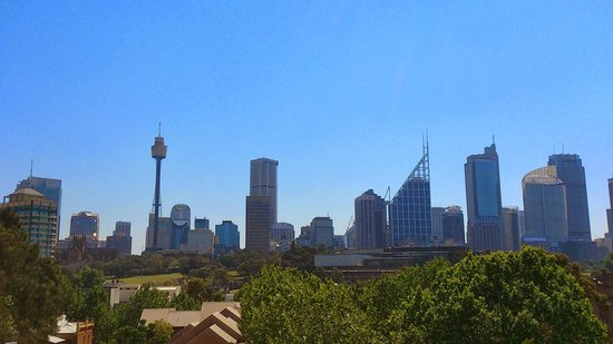 Waldorf Woolloomooloo Waters Apartments: View from the balcony of the Sydney skyline