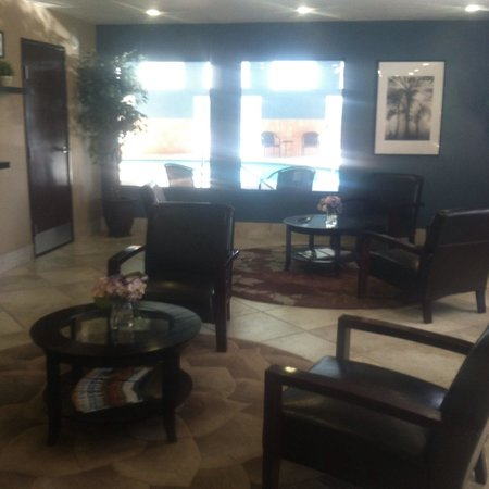 Days Inn by Wyndham Williams : Main Lobby