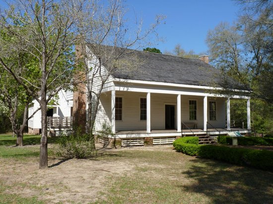 Tallahassee Museum : Bellevue, cotton plantation home purchased by Catherine Murat 1854