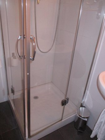 Hotel Curious : Shower