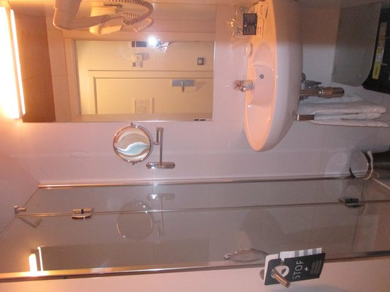 Hotel Curious: Sink