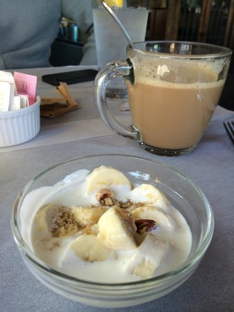 La Maison: Complementary bananas on cream with nuts