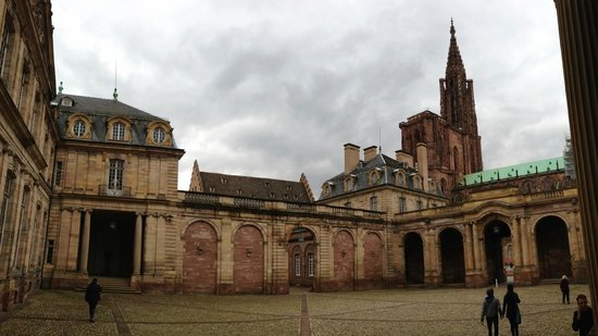 Musée des Beaux-Arts de Strasbourg : View from the entrance into the courtyard