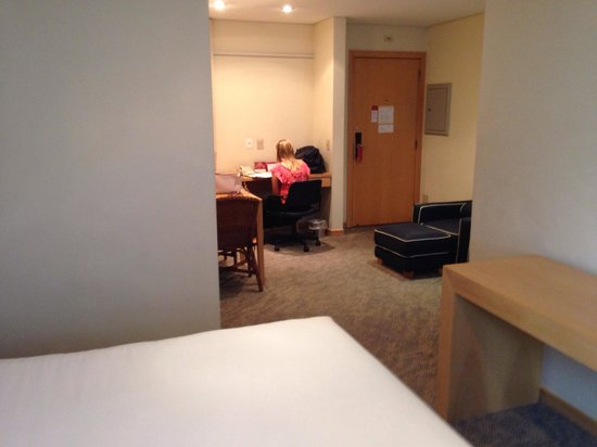 Prodigy Grand Hotel & Suites Berrini: Bom tamanho de quarto