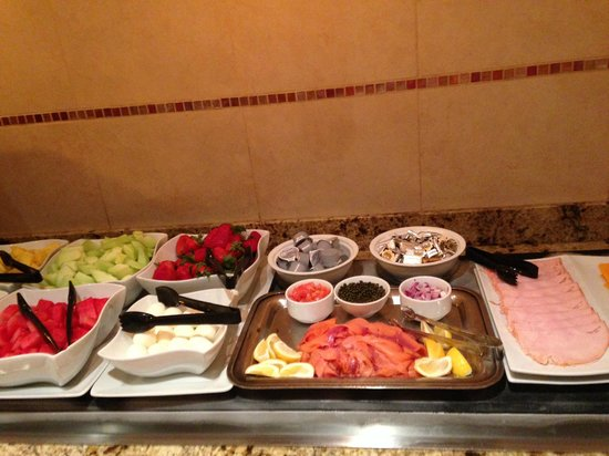 Pleasanton Marriott : Cold breakfast buffet with fresh fruit and Nova Scotia salmon/Lox