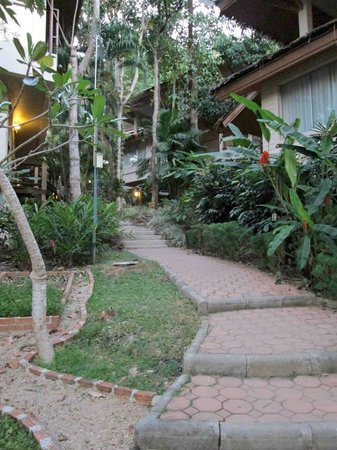 Pakasai Resort : Lovely grounds