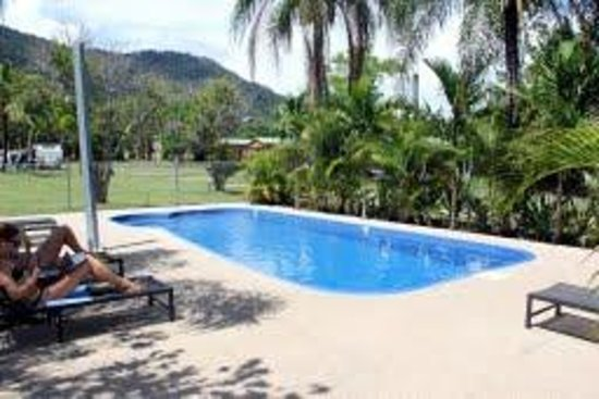 Seabreeze Tourist Park Airlie Beach: Salt water swimming pool