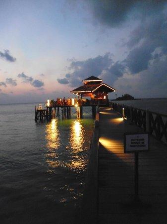 Nirwana Gardens Mayang Sari Beach Resort: Kelong area