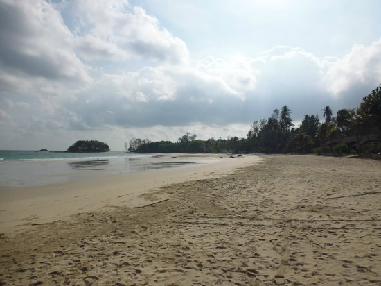 Nirwana Gardens Mayang Sari Beach Resort: View from beach