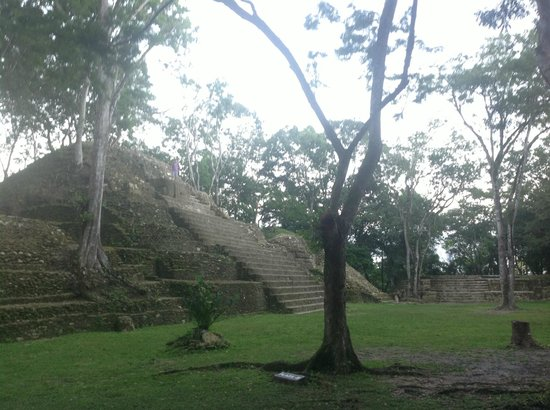 Windy Hill Resort : Cahal Pech Mayan ruins only a 5 minute drive from WH...end of the day and no one else around!