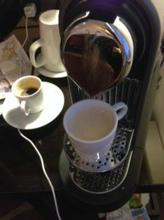 Hotel Indigo London-Paddington: Every room has espresso machine