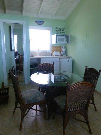 Hideaways at Palm Bay: kitchen