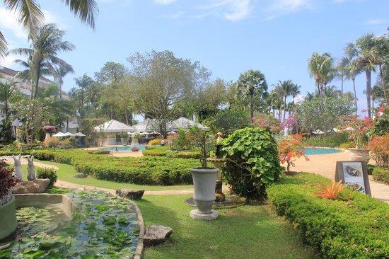Thavorn Palm Beach Resort: Сад