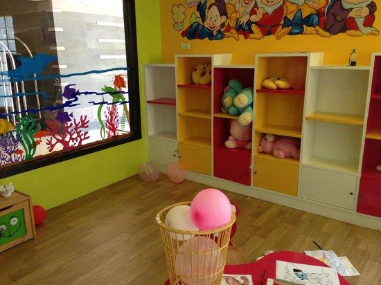Deevana Plaza Phuket Patong: kids club ※ほぼ無人…放置状態です(笑)