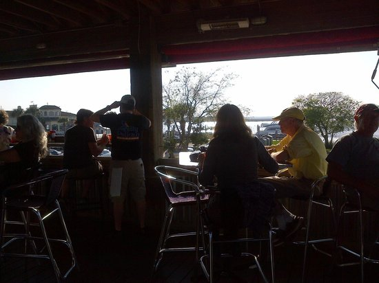 The Salty Pelican Bar & Grill : scenic sunset