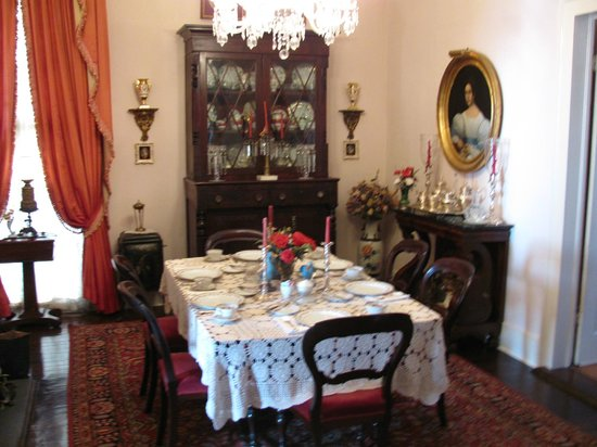 Riverside Bed and Breakfast : Breakfast table