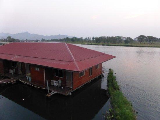 VN Guesthouse: Op de rivier gelegen