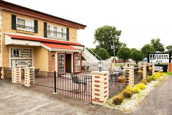 DK Italian Kitchen: Italian restaurant with outdoor dining facilities