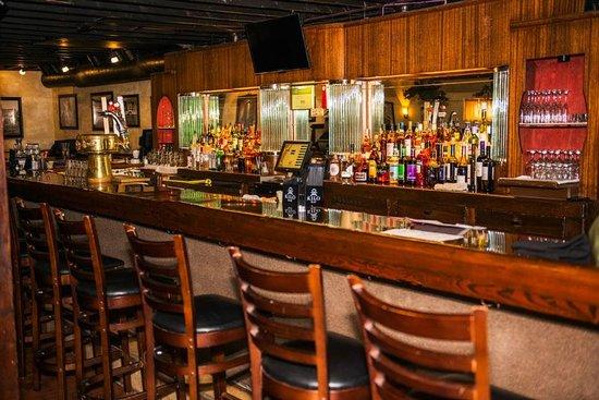 DK Italian Kitchen: Full service bar with martini, wine, Campari, Cinzano and Peroni