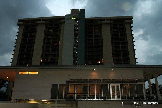 La Torretta Lake Resort & Spa : La Torretta at dusk