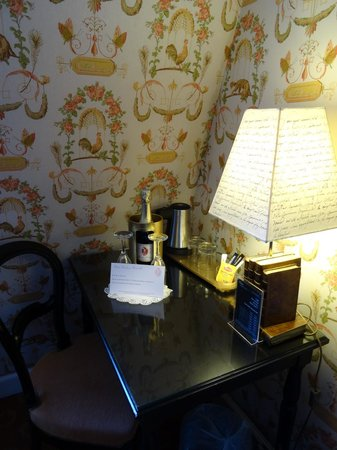 Hotel Residence Henri 4 : Welcomed with Champagne
