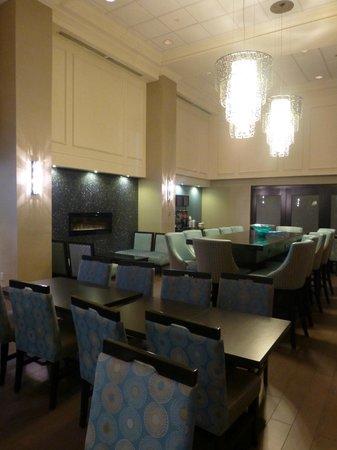 Hampton Inn & Suites Toronto Airport : Breakfast area
