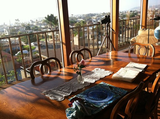 Holiday House Bed & Breakfast : Dining Room with View