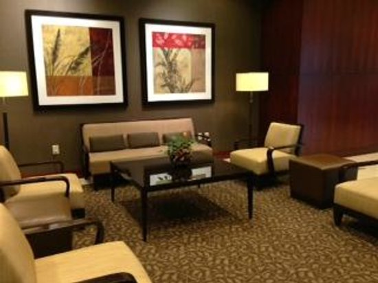 The Westin Huntsville: Another sitting area in the lobby