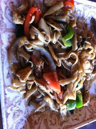 Dusit Thai Cuisine: Drunken Noodles with chicken