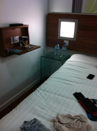 Point A Hotel, London Kings Cross St Pancras: small but convenient room
