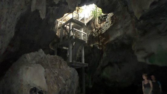 Greenleaf Guesthouse: Large bat cave