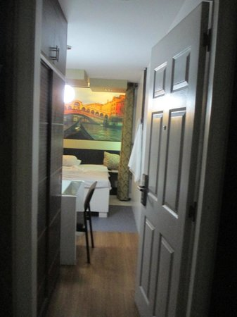 Eurotel Makati Hotel: Room