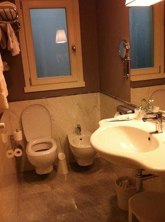 Rapallo Hotel: great bathroom